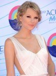 Taylor Swift - Teen Choice Awards 2012 (10)