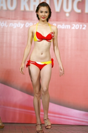 Chung kết Hoa hậu Việt Nam 2012 - Bùi Thị Hà Anh, SBD 819, Cao 1,73m, Số đo ba vòng 81-62-90