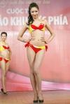 Chung kết Hoa hậu Việt Nam 2012 - Ngô Bích Ngọc, SBD 706. Cao 1,75m. Số đo ba vòng 84-60-89