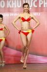 Chung kết Hoa hậu Việt Nam 2012 - Nguyễn Thùy Linh, SBD 937. Cao 1,71m Số đo ba vòng 81-63-90