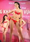 Chung kết Hoa hậu Việt Nam 2012 - Nguyễn Thị Xuân Trang, SBD 610. Cao 1,69m. Số đo ba vòng 83-63-90