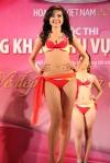 Chung kết Hoa hậu Việt Nam 2012 - Ninh Hoàng Ngân, SBD 211. Cao 1,74m. Số đo ba vòng 84-62-94.