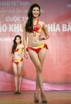 Chung kết Hoa hậu Việt Nam 2012 - Phan Hà Phương, SBD 810. Cao 1,77m. Số đo ba vòng 78-59-89.