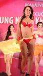 Chung kết Hoa hậu Việt Nam 2012 - Trương Thị Hải Vân, SBD 960. Cao 1,66m. Số đo ba vòng 87-64-96.