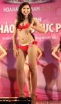 Chung kết Hoa hậu Việt Nam 2012 - Trần Thị Bích Hằng, SBD 115. Cao 1,70m. Số đo ba vòng 81-62-91.