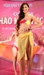 Chung kết Hoa hậu Việt Nam 2012 - Vương Thu Phương, SBD 836. Cao 1,76m. Số đo ba vòng 87-64-97.