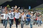 Vietnam Idol 2012 tập 2 - Những hình ảnh đẹp mắt của các thí sinh đều được máy quay ghi lại