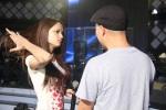 Vietnam Idol 2012 Tap 9 Gala 1 - Huong Giang tap voi ban nhac