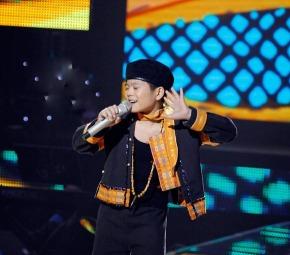 chiec_khan_pieu_nguyen_quang_anh_giong_hat_viet_nhi_the_voice_kids_tap_9_2772013_video_clip.jpg