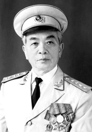 Chan-dung-Dai-tuong-Vo-Nguyen-Giap-1986
