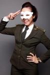 """Nữ """"an ninh sân bay"""" mạnh mẽ và vui vẻ"""